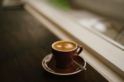 a latte design in brown mug