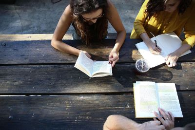 girls reading and writting