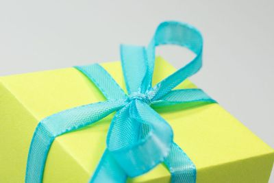 blue ribbon on yellow present