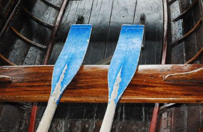 paddles in row boat