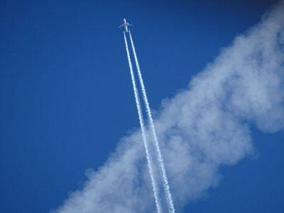 jumbo jet stream in sky