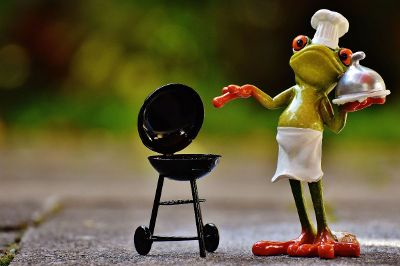 frog chef with barbecue