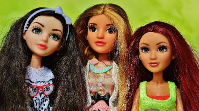 trio or dolls