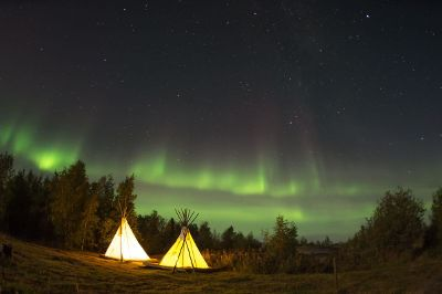 teepee in northern lights