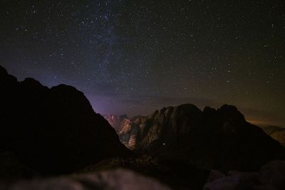 nighttime mountain sky