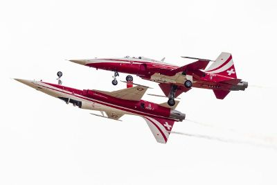 stunt jets tandem flight