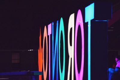 neon toronto sign