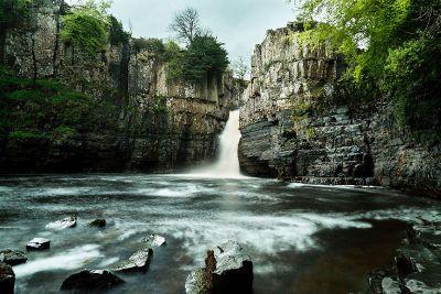 waterfall between cliffs